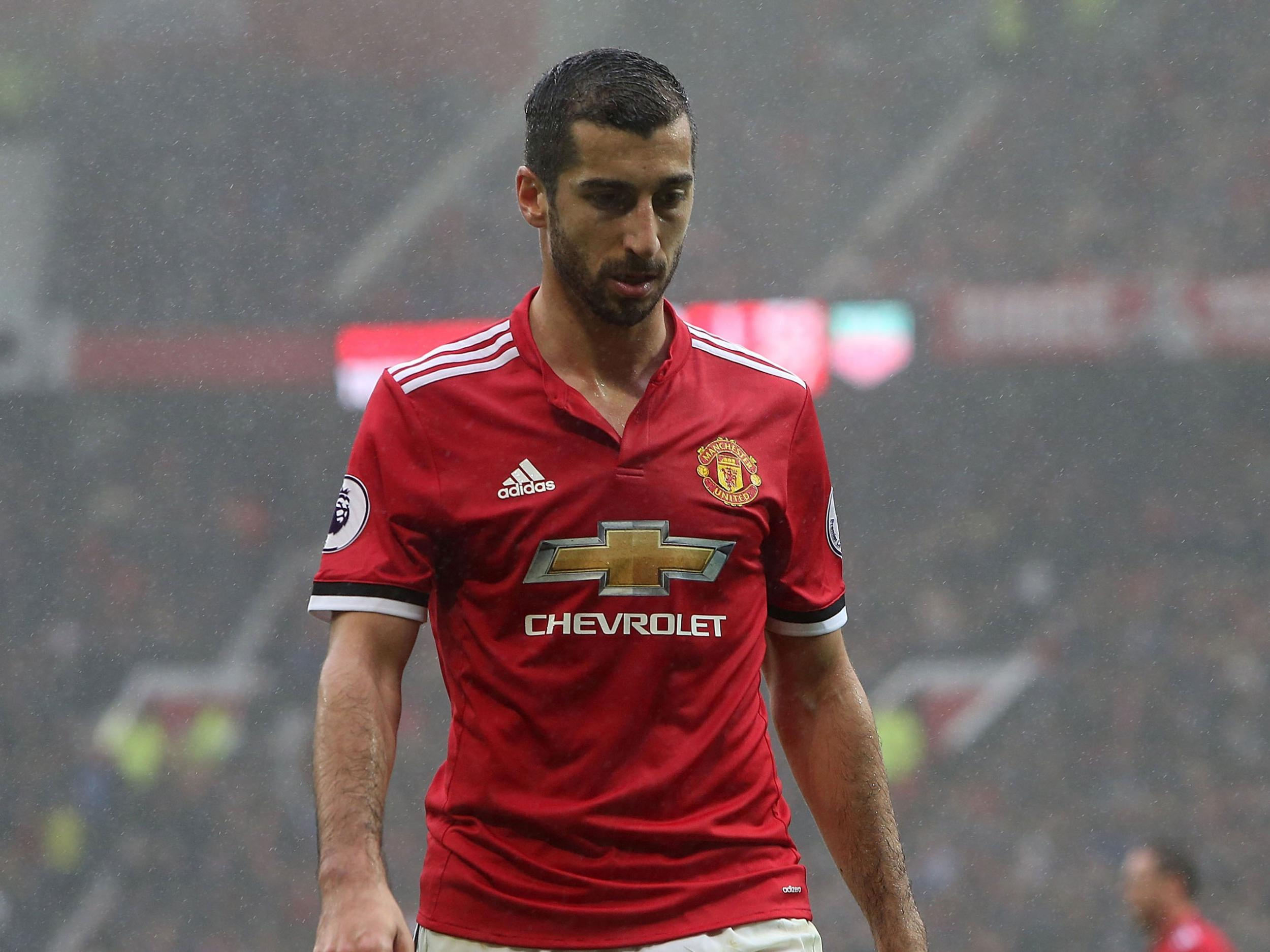 Alexis Sanchez latest: Henrikh Mkhitaryan's agent puts Manchester United's move for Arsenal star in doubt
