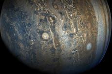 Nasa probe captures stunning new images of Jupiter