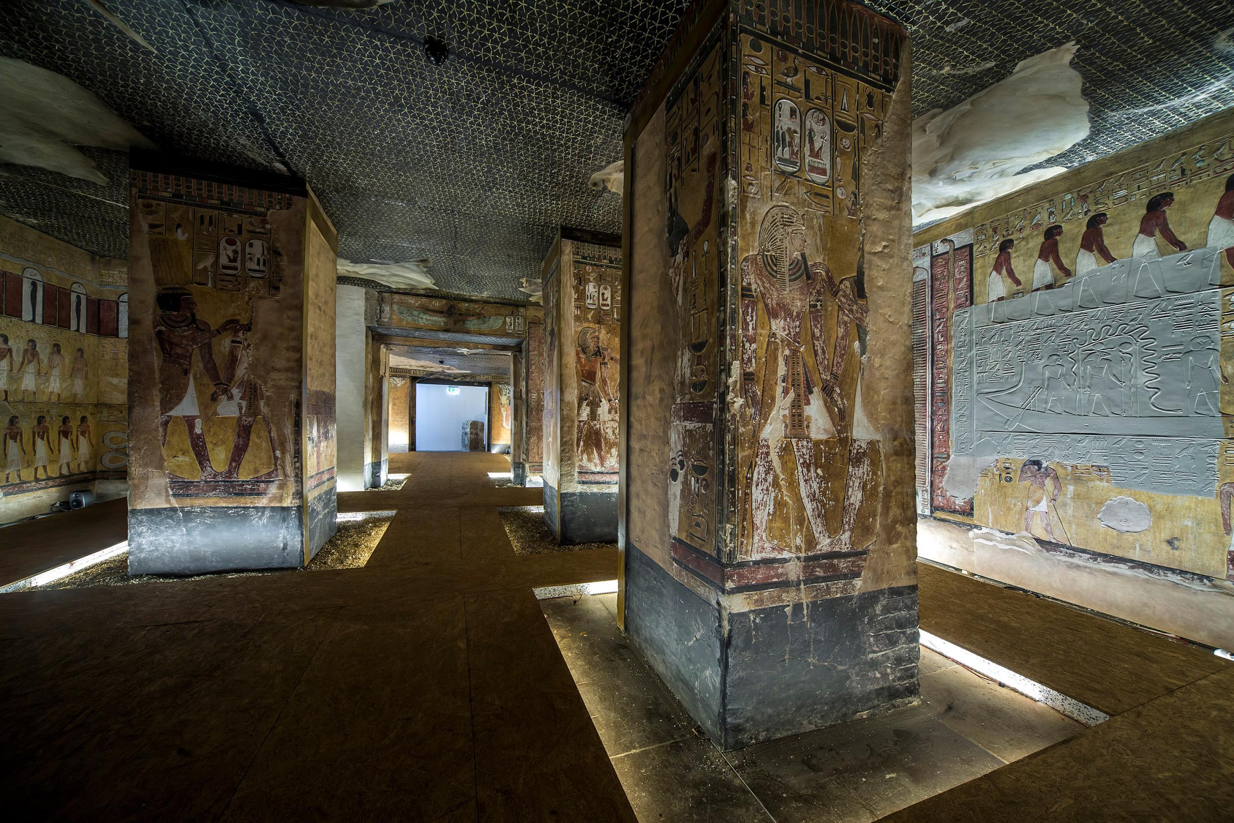 Ancient Egyptian Tomb Resurrected Using 3D Printer 2,000 -1296