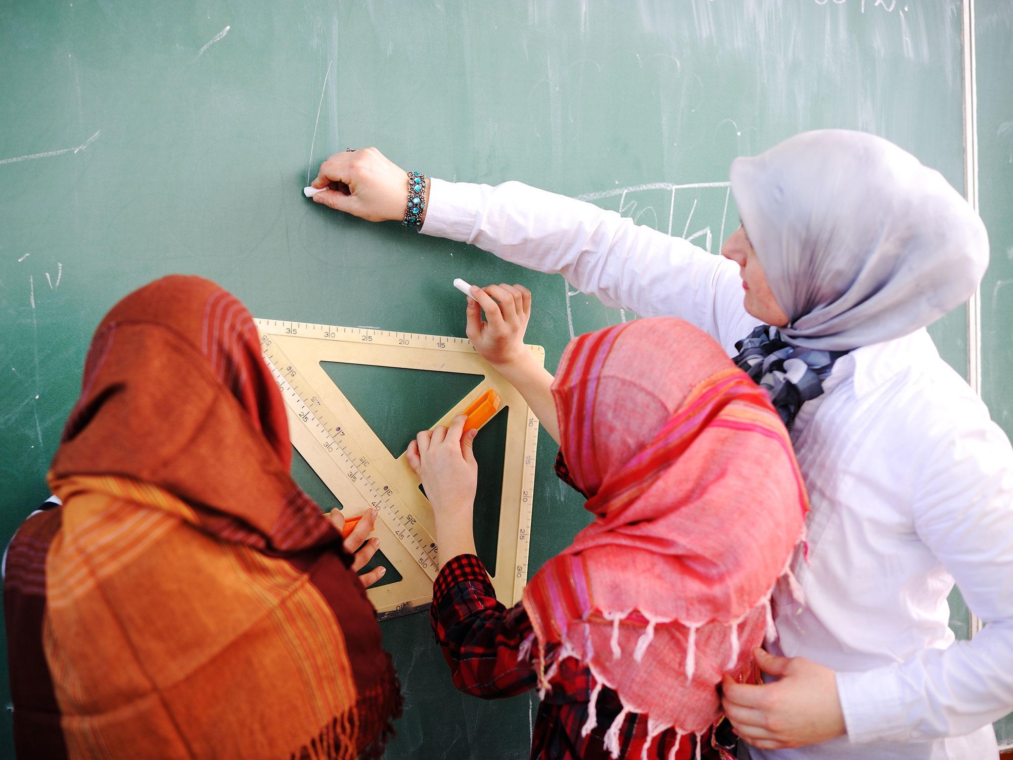 School inspectors to quiz Muslim girls who wear the hijab