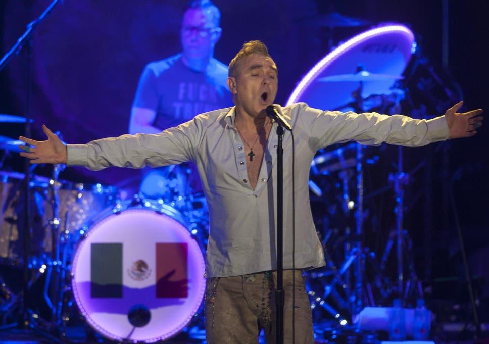 Morrissey not a homosexual relationship