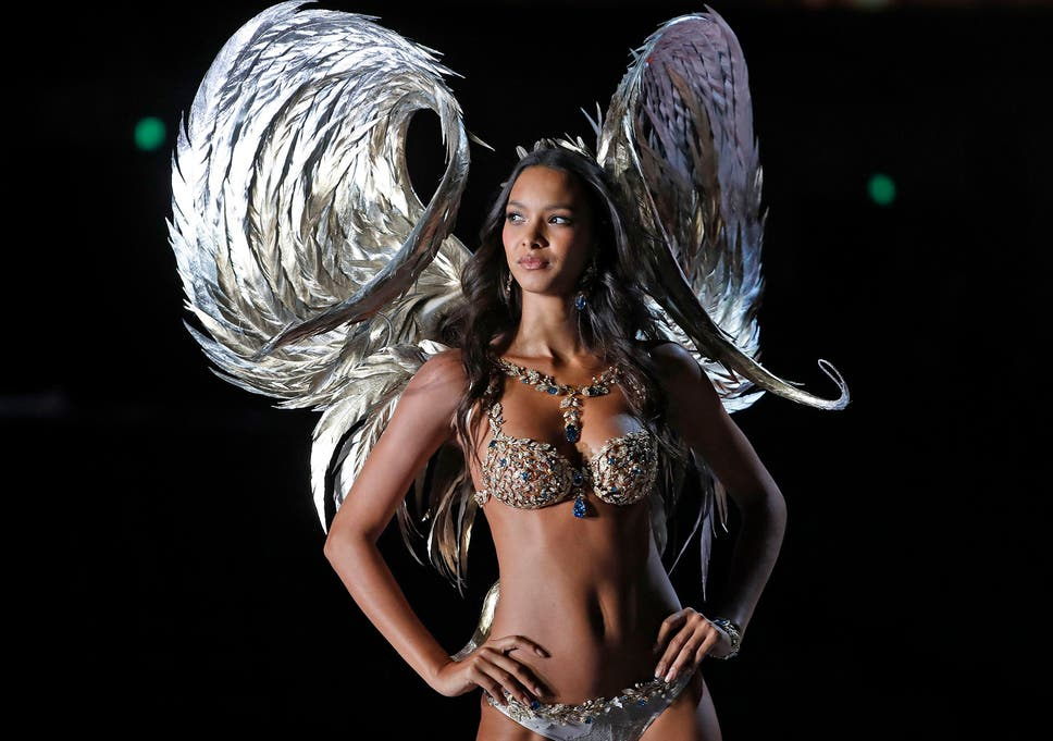 514eb5e8f6 Victoria s Secret Fashion Show 2017  Bella Hadid