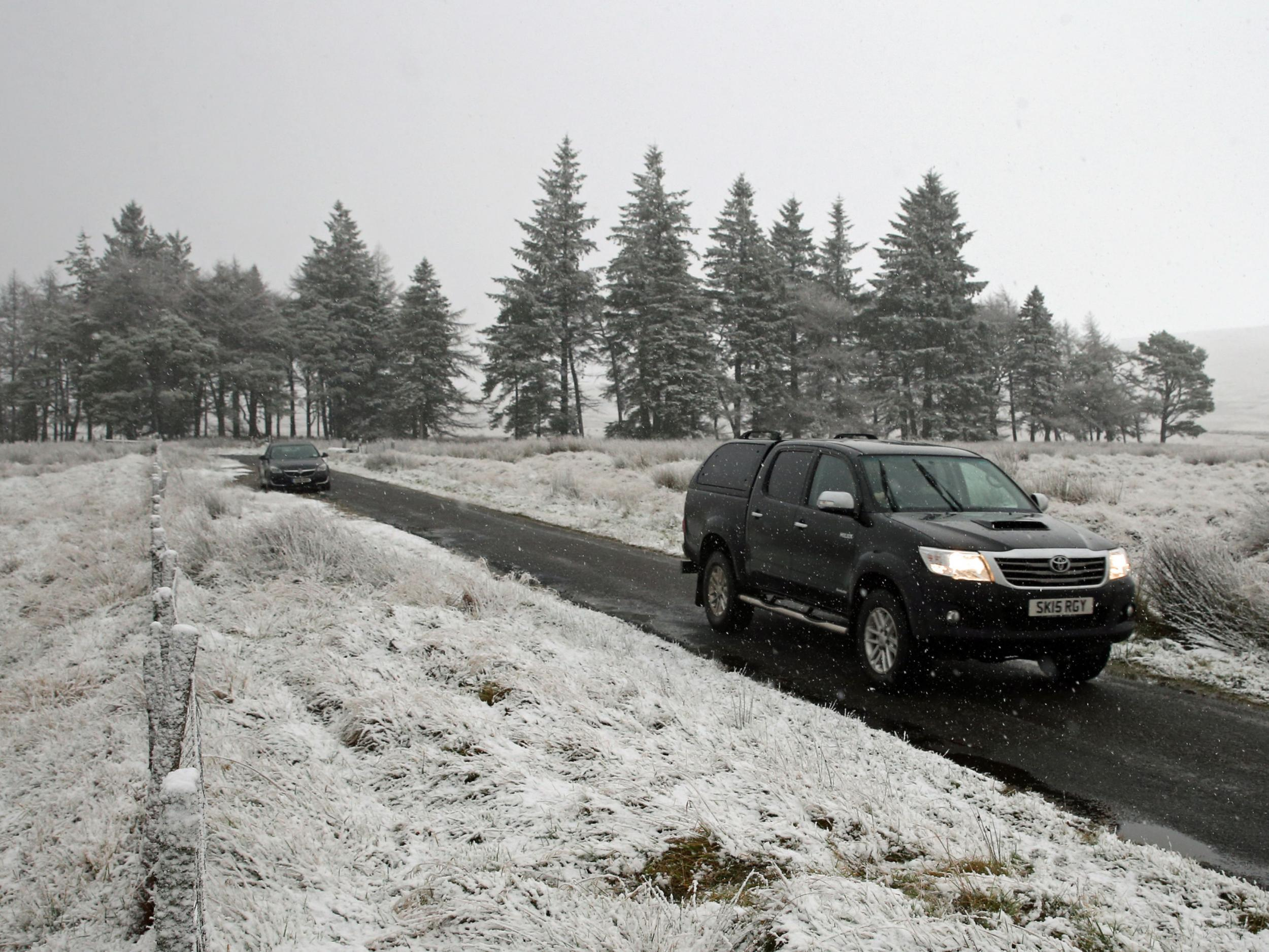 uk weather  met office issues ice and snow warning as