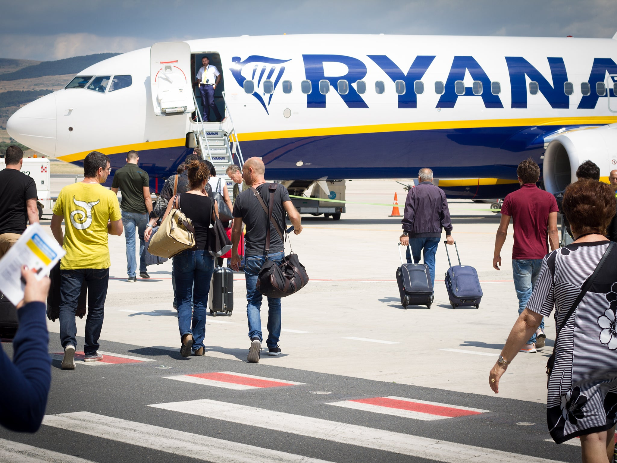 Ryanair hand luggage policy set to change in bid to reduce ...