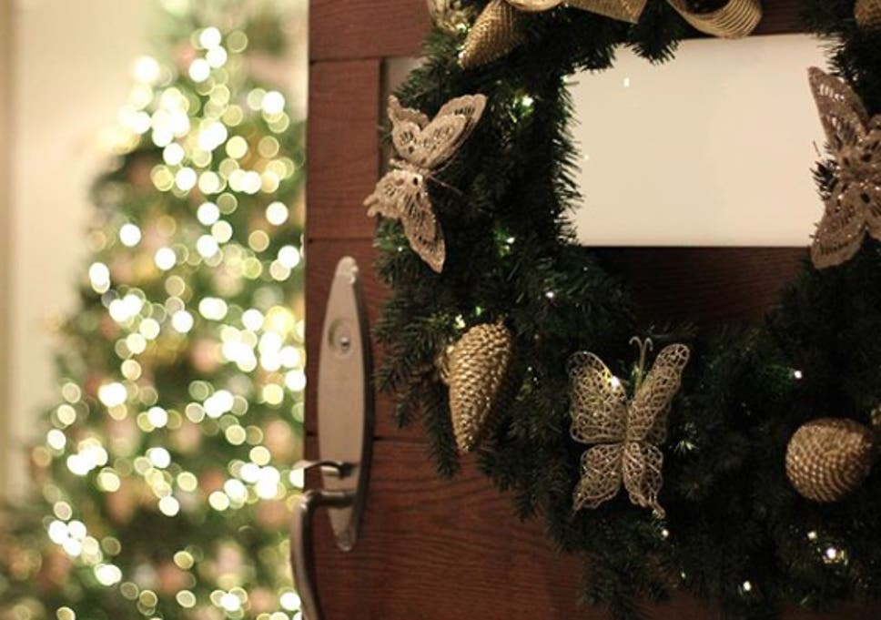 meet the man who gets paid 4000 a time to put up christmas decorations for the super rich