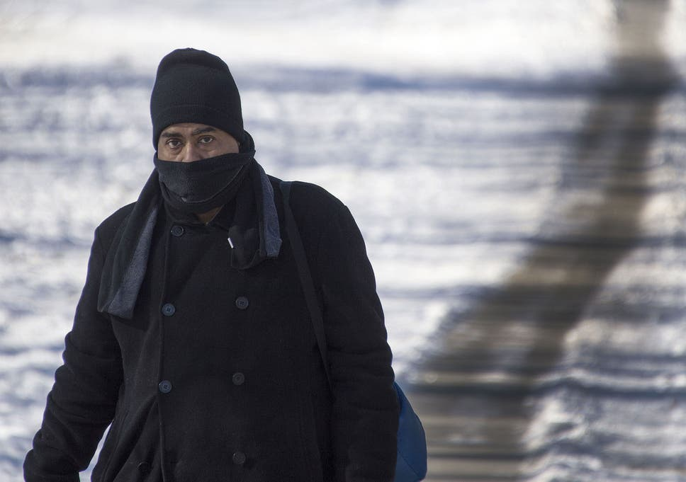 asthma sufferers should cover nose and mouth this winter as inhaling