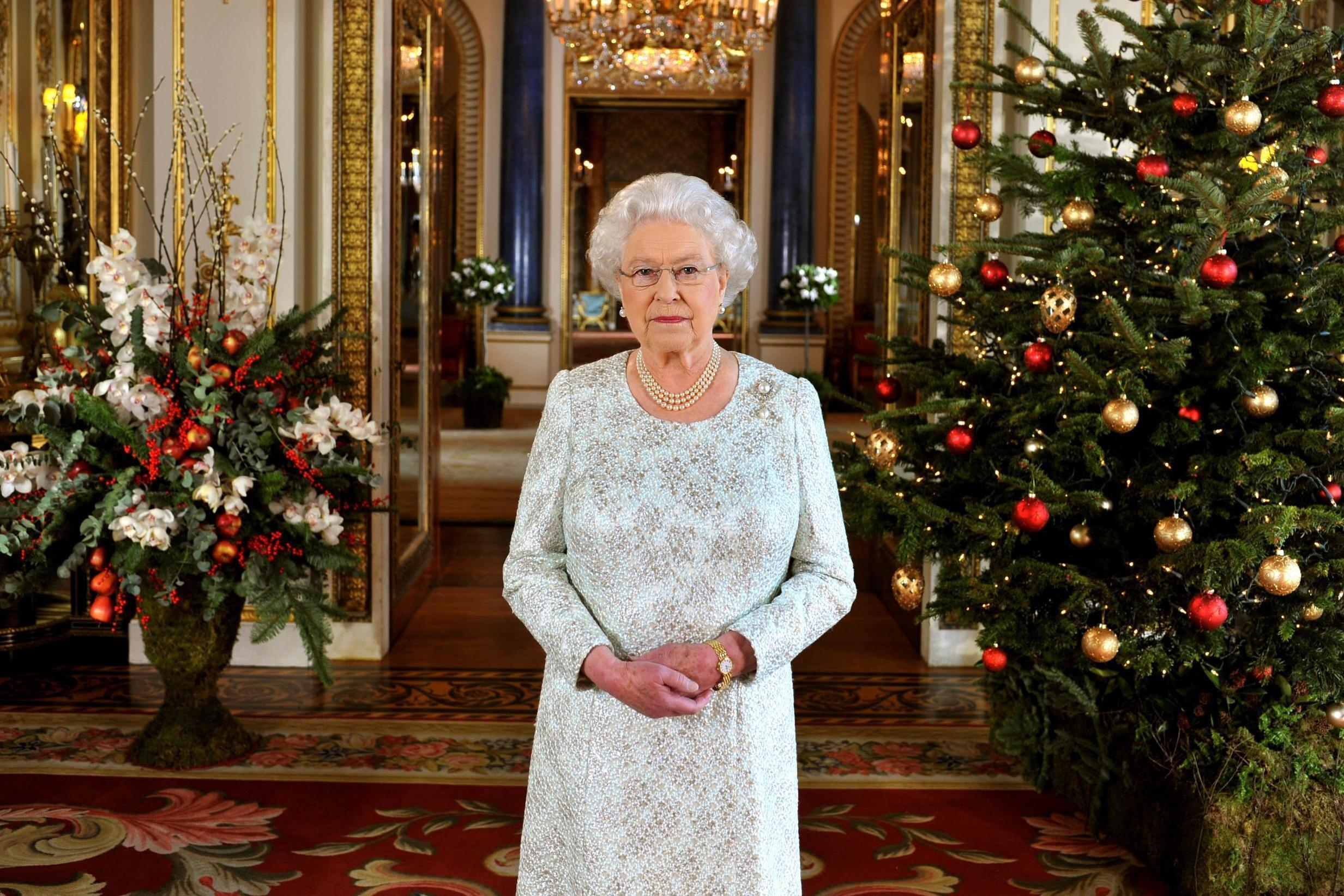 Queen gives all 1,500 Buckingham Palace employees a Tesco Christmas ...