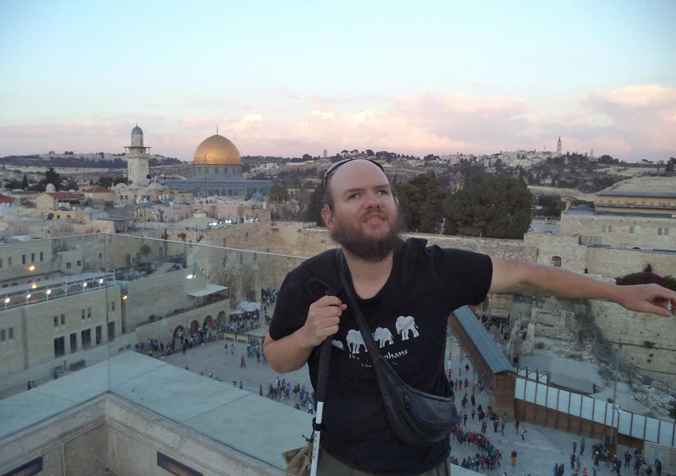 1e4f678bb Blind and deaf British backpacker visits 125 countries in 17 years ...