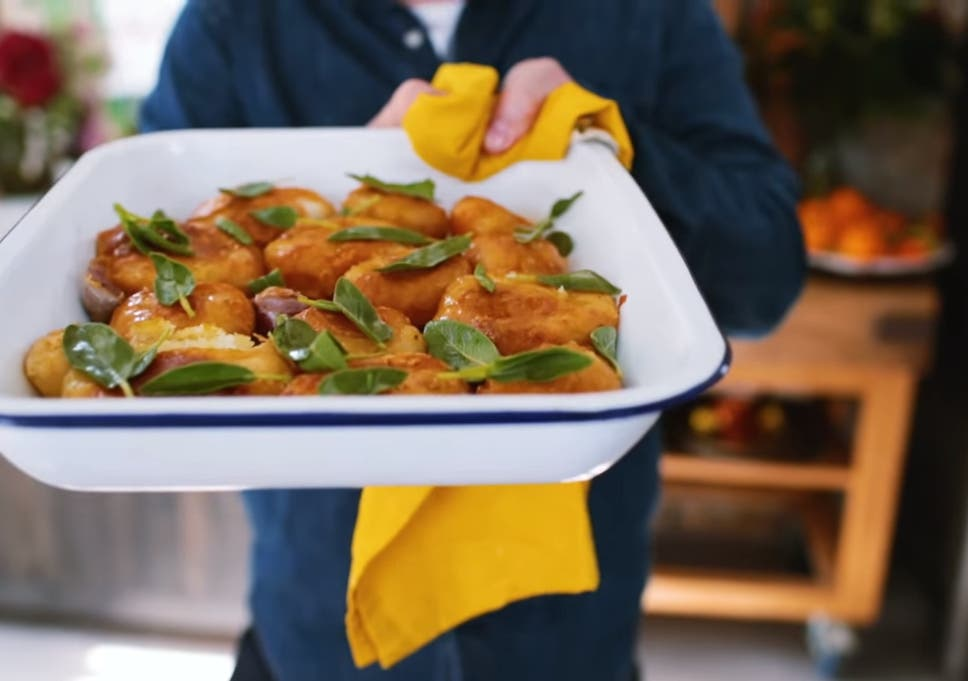 Jamie Oliver Shows How To Perfect Christmas Roast Potatoes