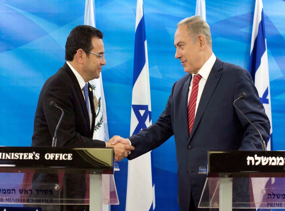 Guatemalan President Jimmy Morales and Israeli Prime Minister Benjamin Netanyahu met in Jerusalem in November 2016