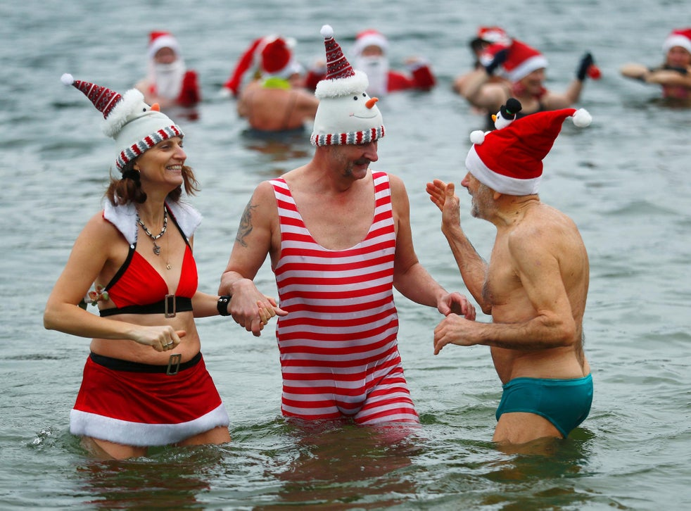 Christmas Day Around The World Some Take Icy Dips While Others Head To The Beach The Independent The Independent