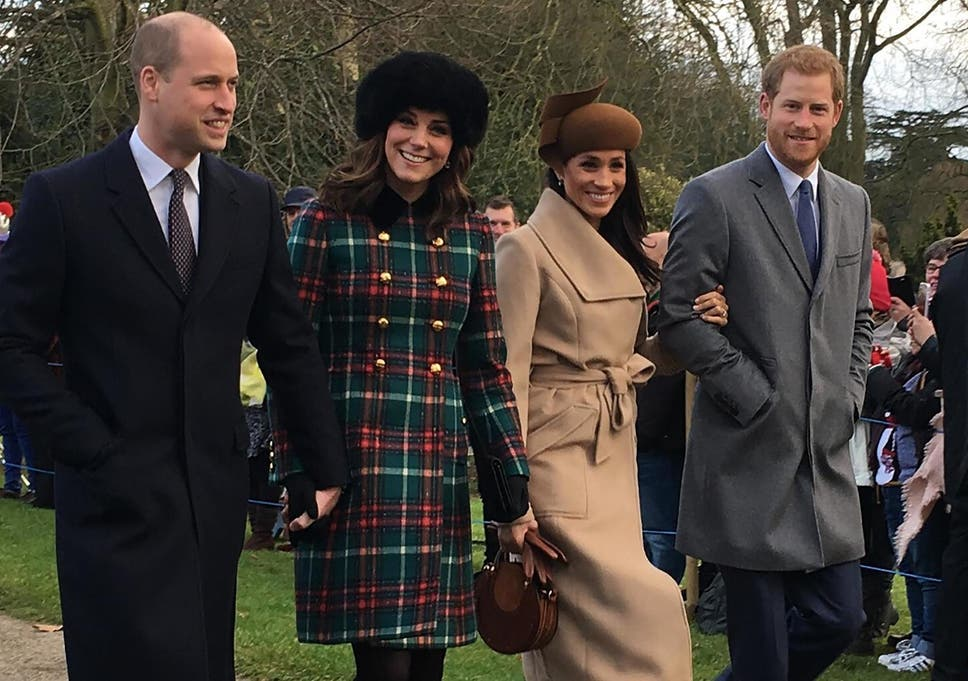 Royal Family Christmas.Single Mother Takes An Iconic Photo Of The Royal Family And