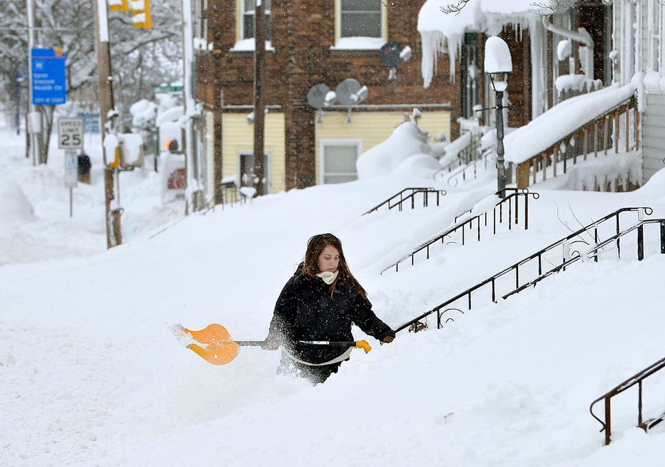 Rochelle Carlotti 28 Shovels Steps Near Her Home After A Record Snowfall In Erie