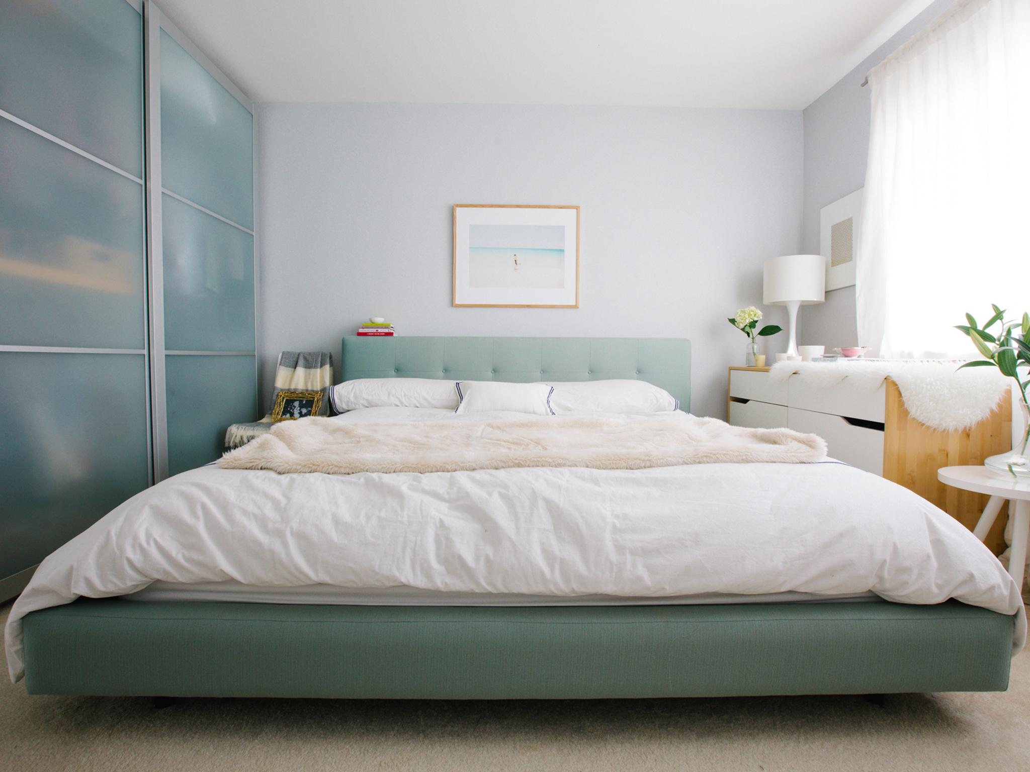 10. Casual And Calm Modern Bedrooms