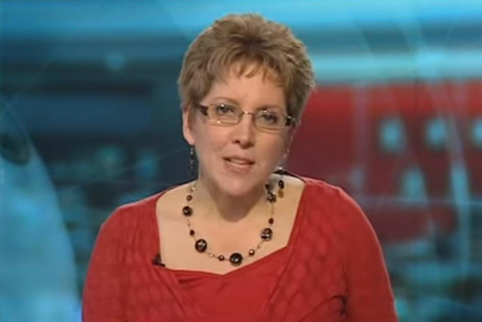 Top BBC journalist quits over 'secretive and illegal pay culture'