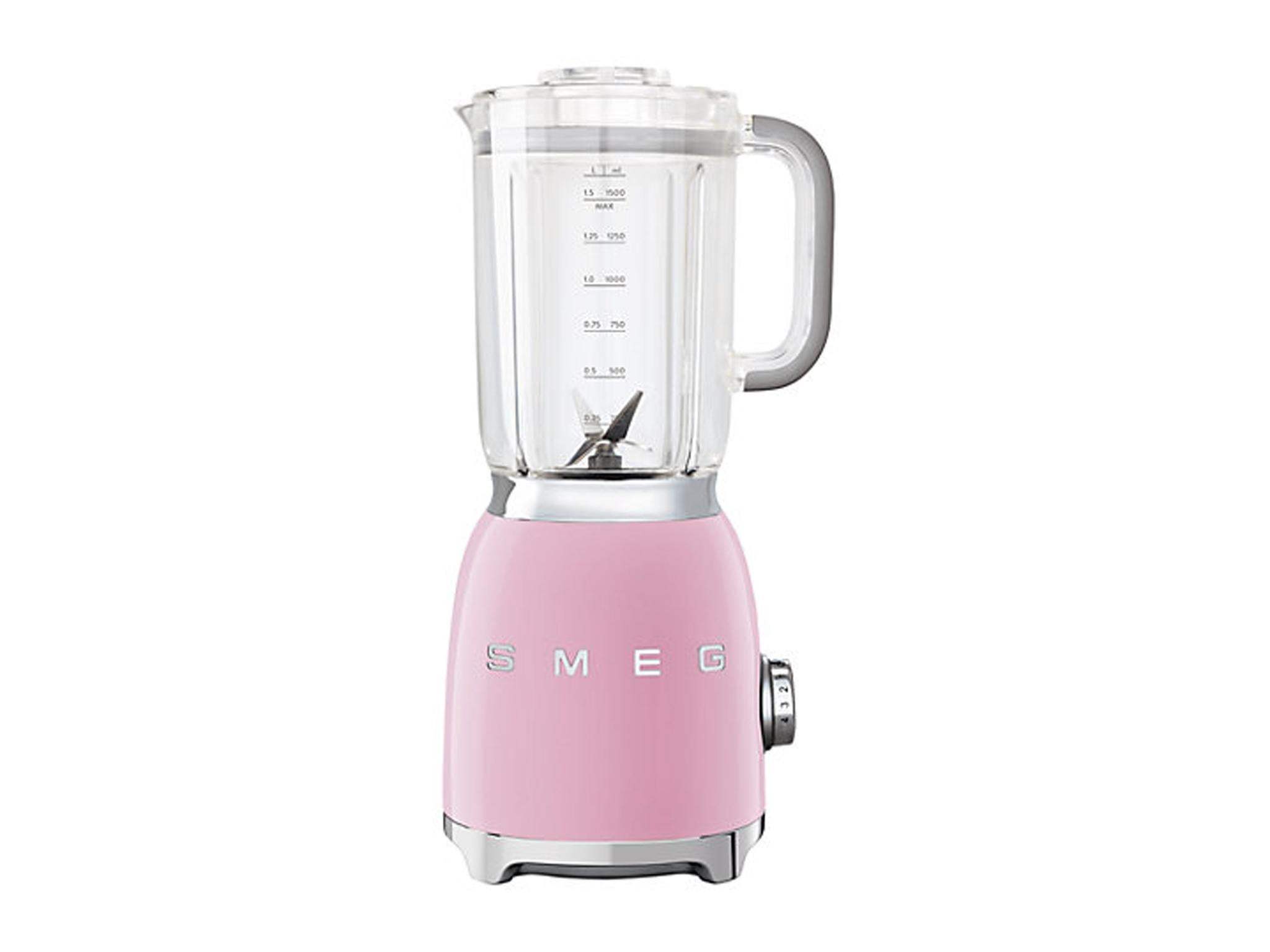 A chic addition to any kitchen, this Smeg blender stays true to the brands retro aesthetic and comes in seven vintage pastel shades.