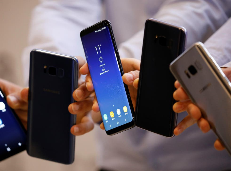 Models pose with Samsung Electronics' Galaxy S8 smartphones during a media event at a company's building in Seoul, South Korea, April 13, 2017