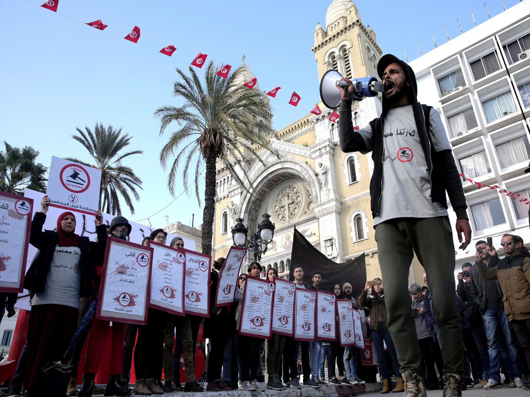 Tunisia marks seven years since Arab Spring uprising as fresh protests take  place | The Independent