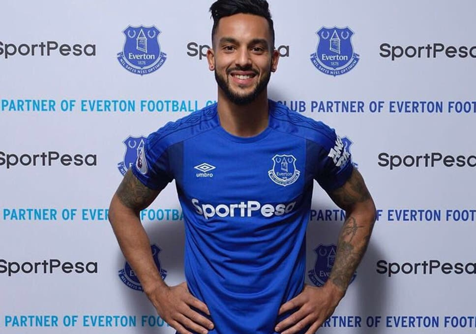 d2f4e6d2 Theo Walcott completes move to Everton from Arsenal and signs three ...