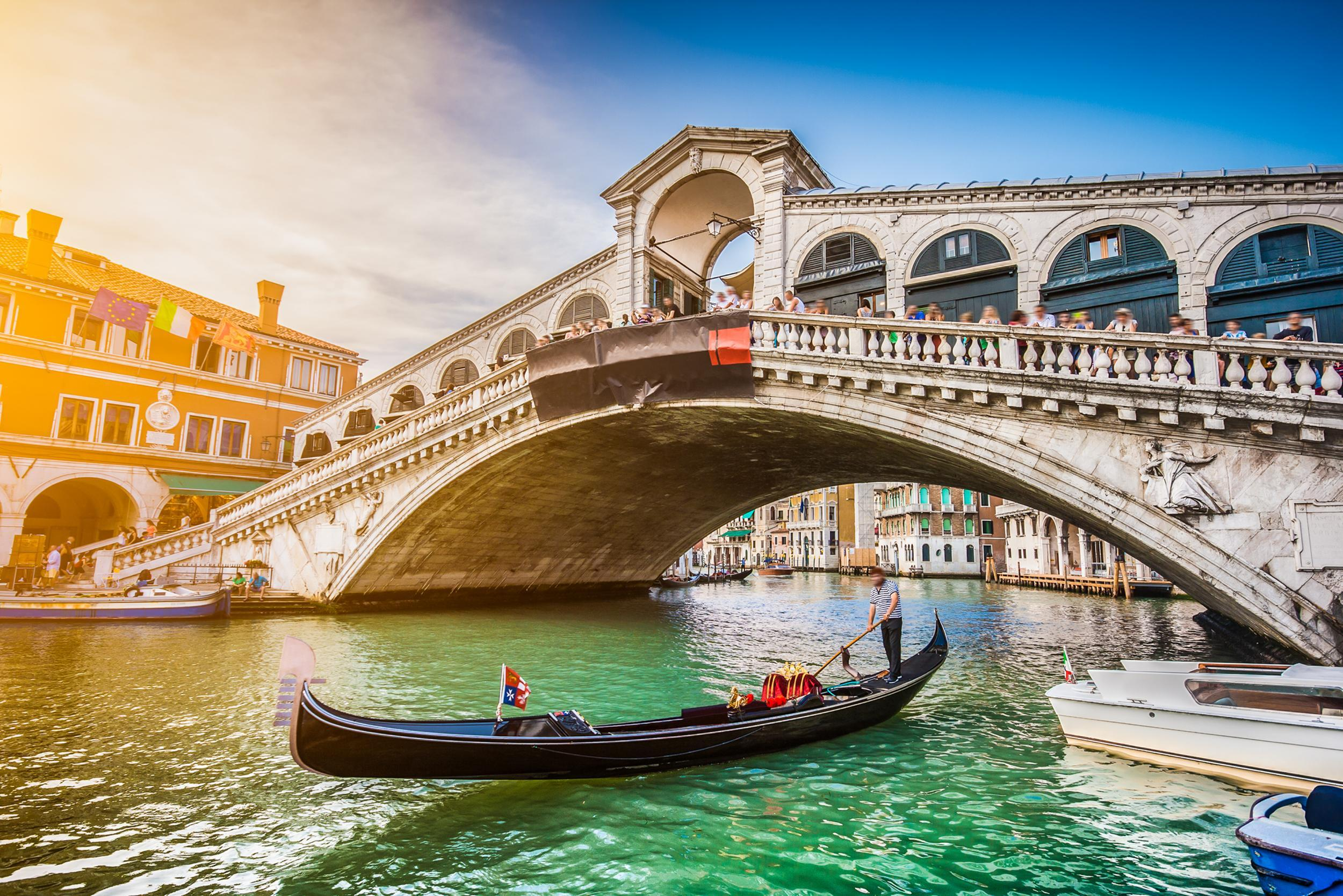 venice restaurant charges tourists £970 for meal - they call the