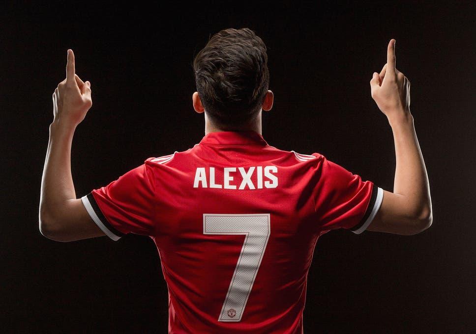 reputable site 97c3f 4c338 Alexis Sanchez handed the famous number 7 shirt after ...