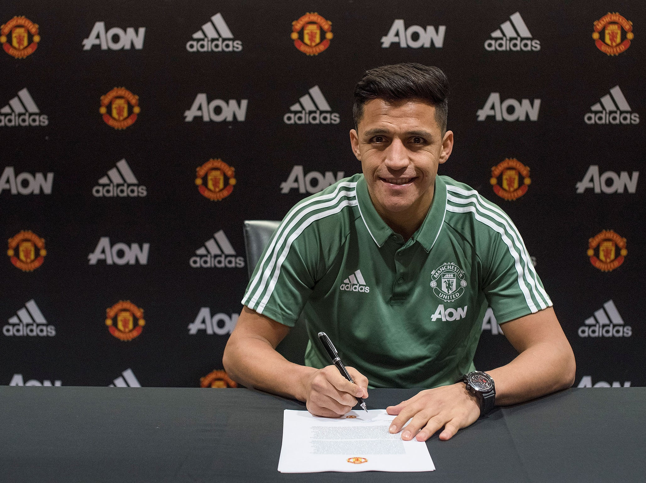 Alexis sanchez reveals why he quit arsenal for manchester united alexis sanchez reveals why he quit arsenal for manchester united in first interview since transfer the independent stopboris Images
