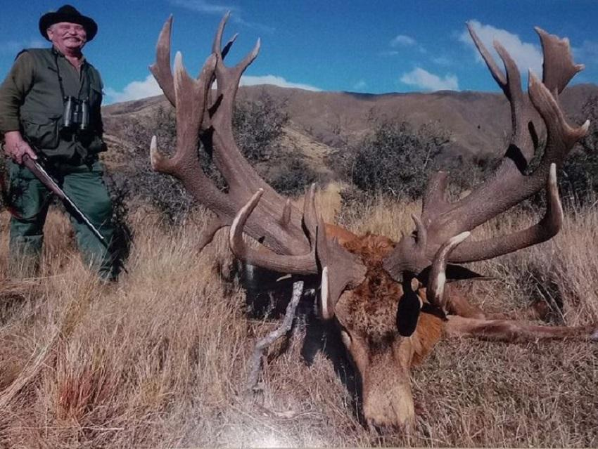 Big game hunter shot dead as he aimed at lion he wanted to kill