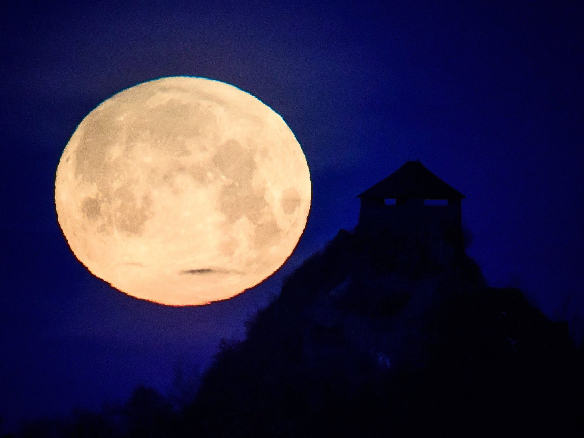 Super blue blood moon: How a full moon affects your sleep, according