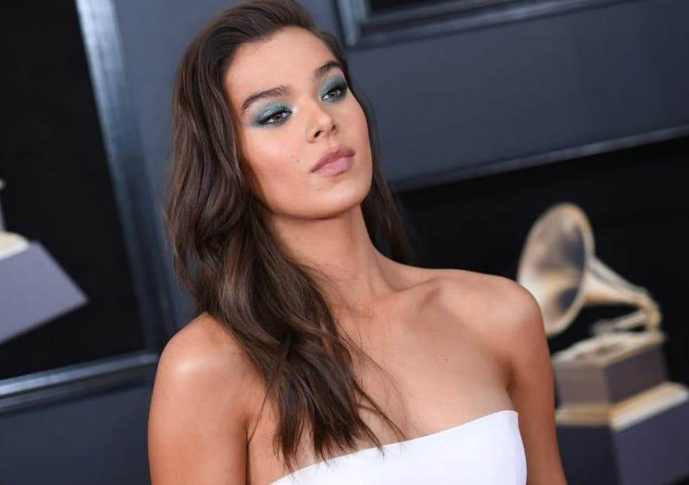 Green Eyed Girl The Bold New Eyeshadow Trend Celebrities Are Loving