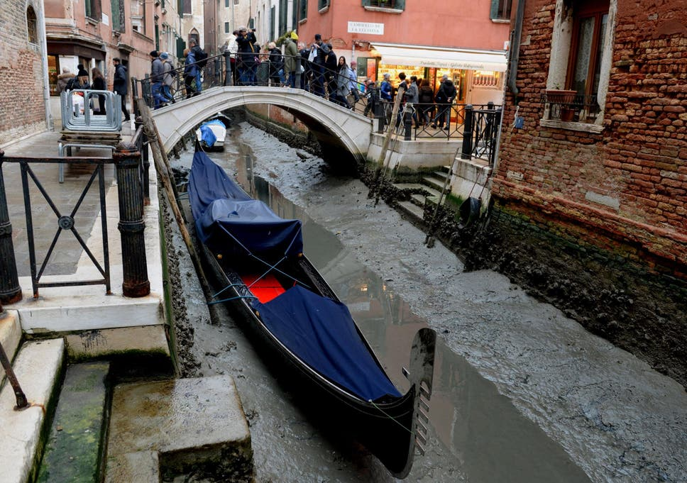 Venice Canals Dry Up After Super Blue Blood Moon And Low Rainfall