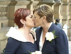 Abbott attends sister's same-sex wedding after campaign against them