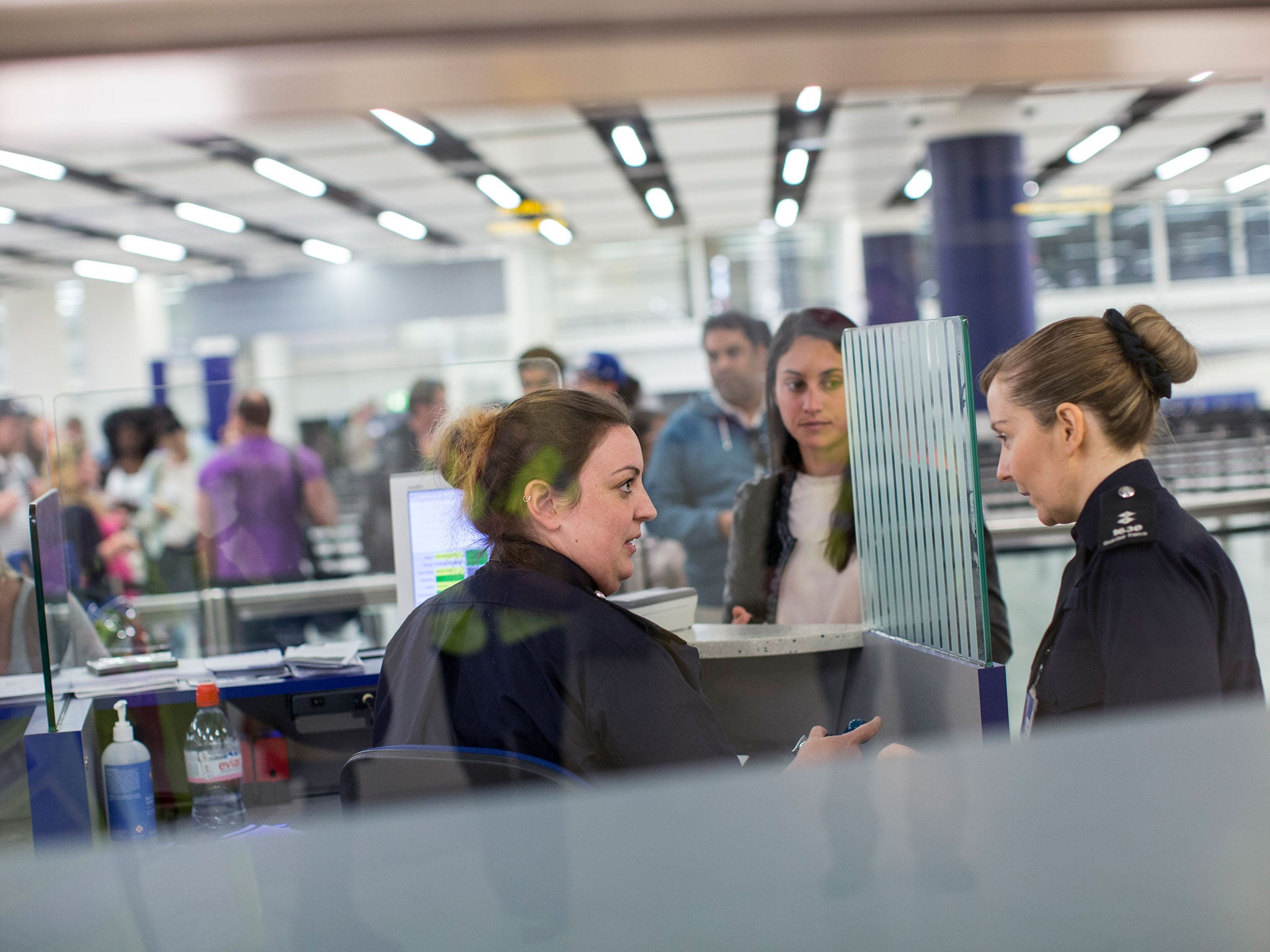 UK immigration: Business groups call for urgent action to avert skills crisis as net migration plummets