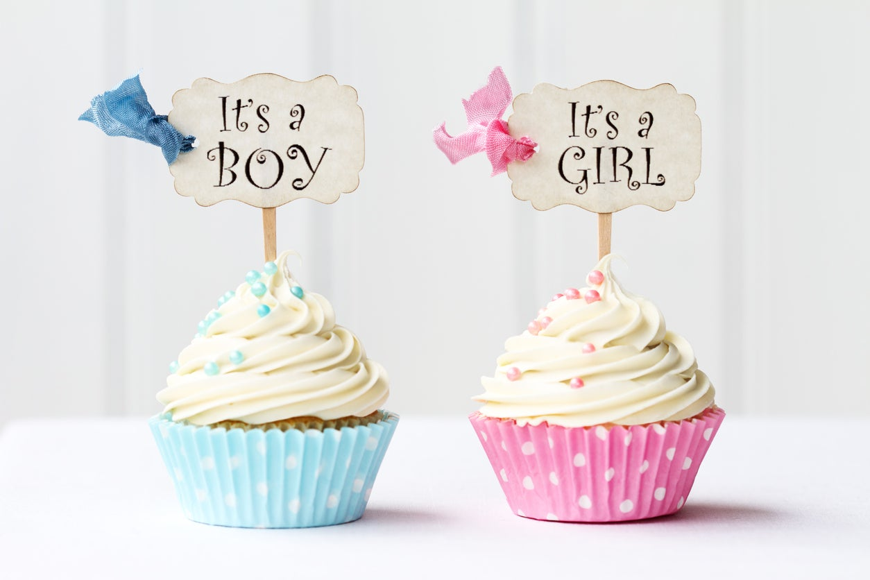 Viral tweet shows how baby shower cakes can gender