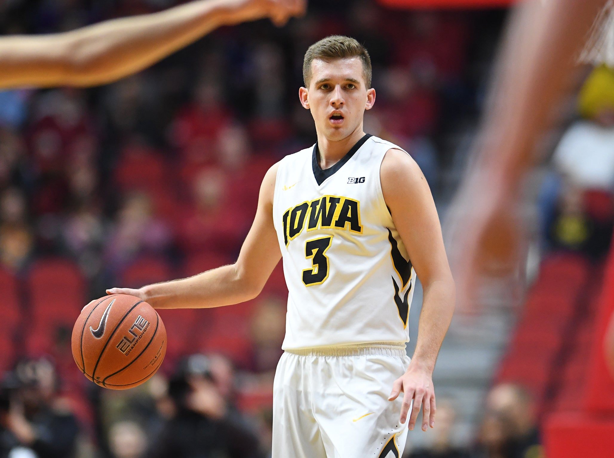 Iowa basketball star Jordan Bohannon deliberately misses ...