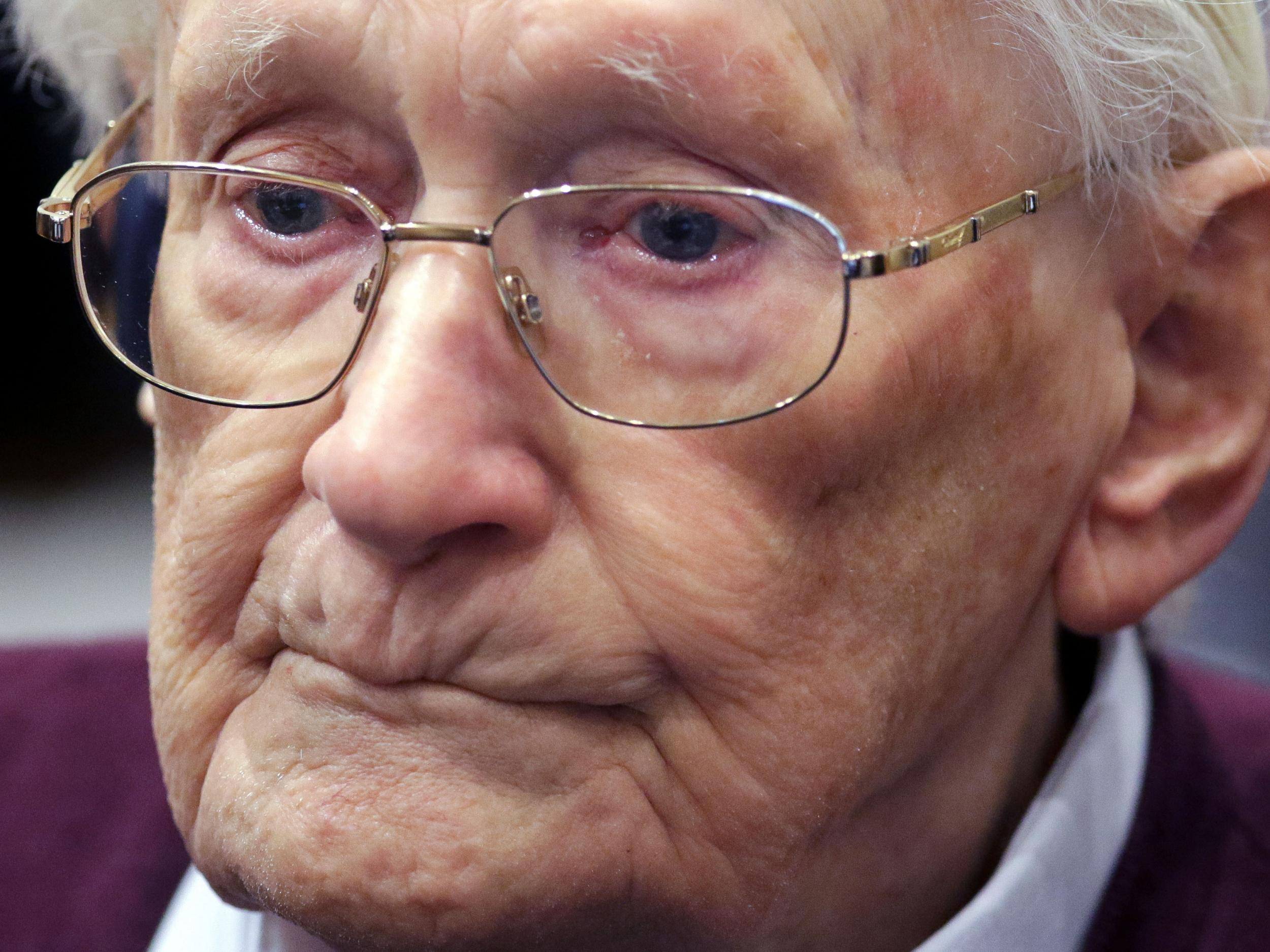 The 'bookkeeper of Auschwitz' dies before starting prison sentence
