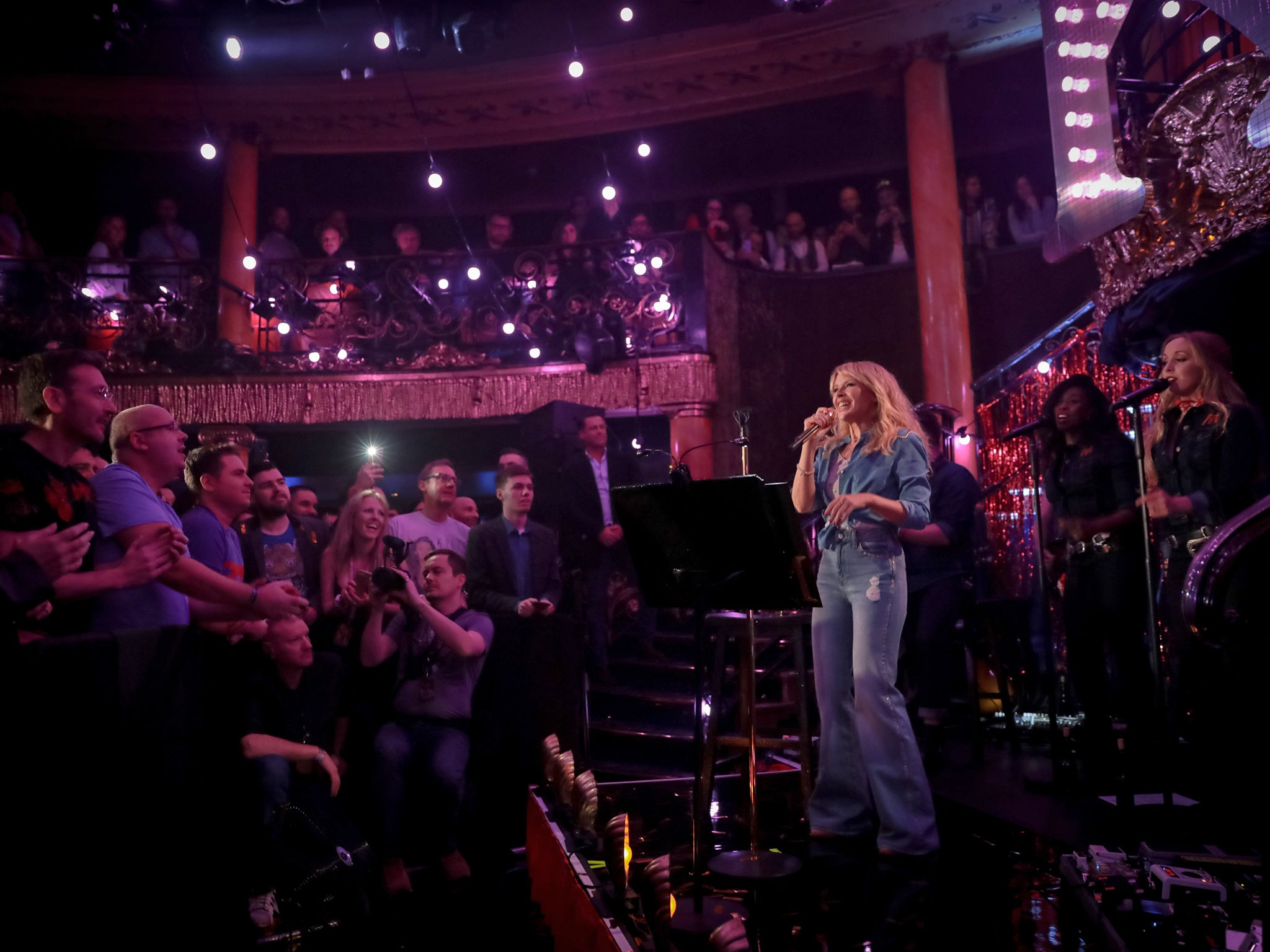 kylie minogue goes country at cafe de paris in london review the independent. Black Bedroom Furniture Sets. Home Design Ideas