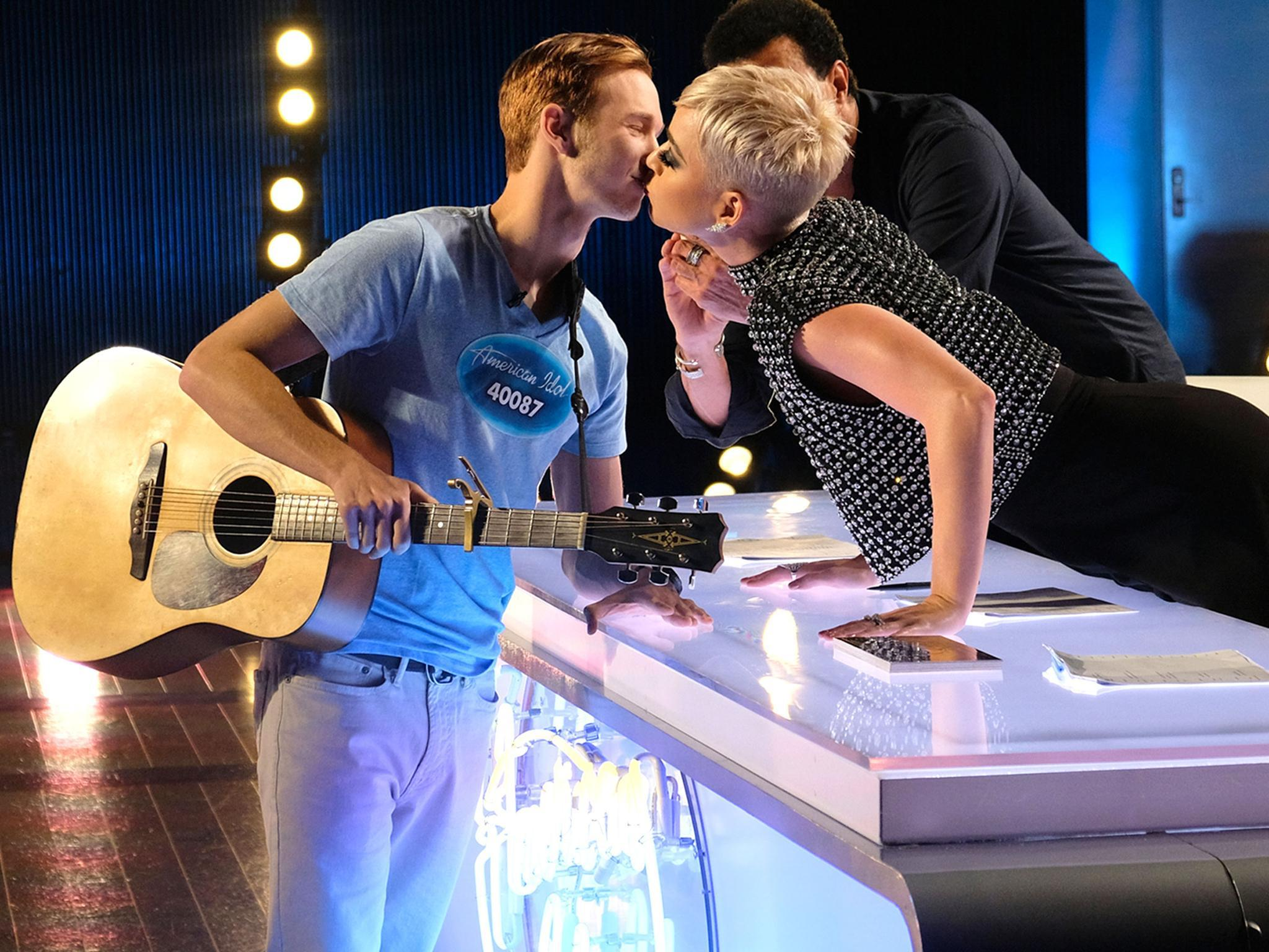 American Idol Contestant Says Katy Perry S Kiss Was Not Harassment