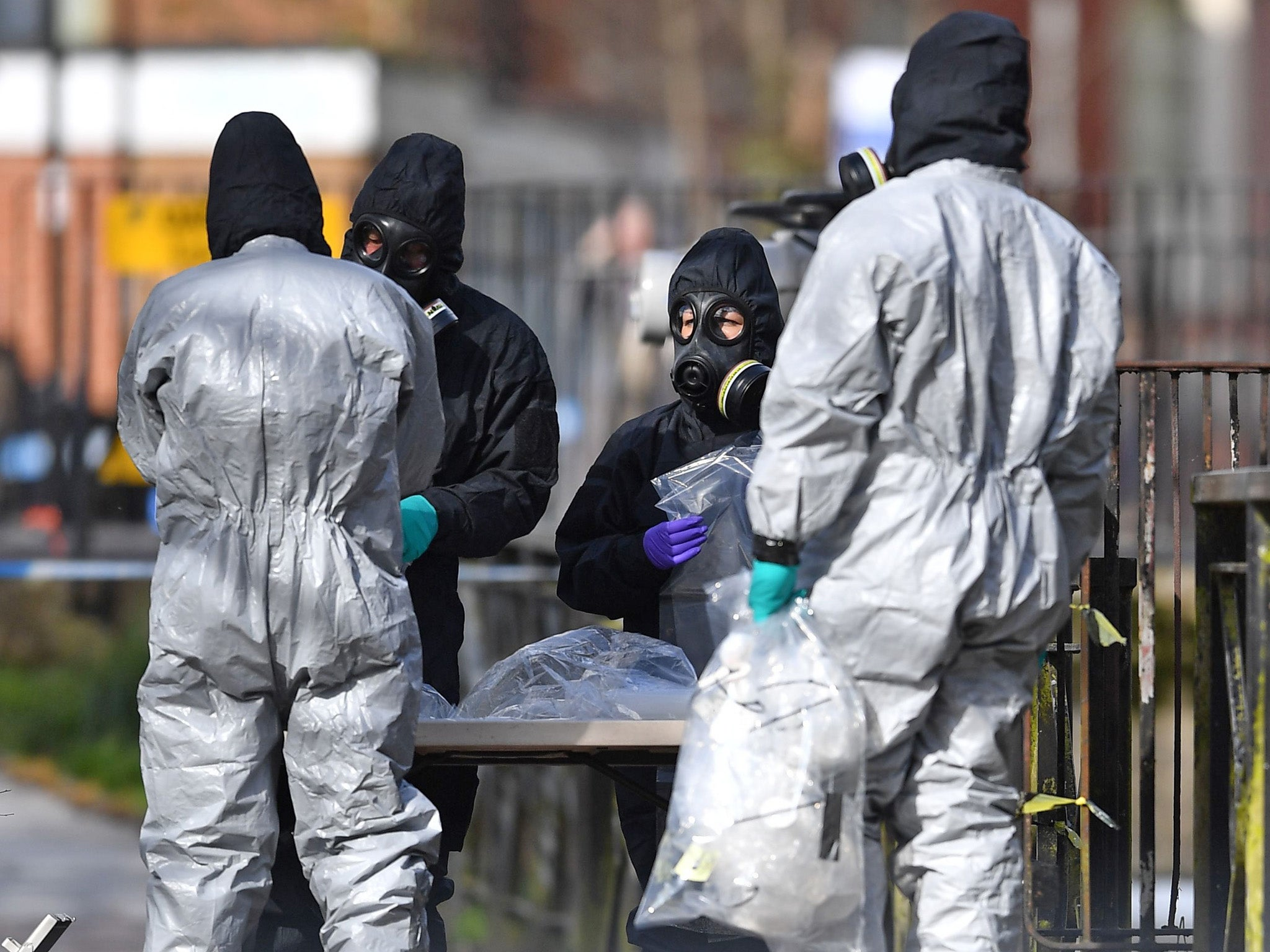 Nerve agent used to poison Sergei and Yulia Skripal was delivered in 'liquid form', says Defra