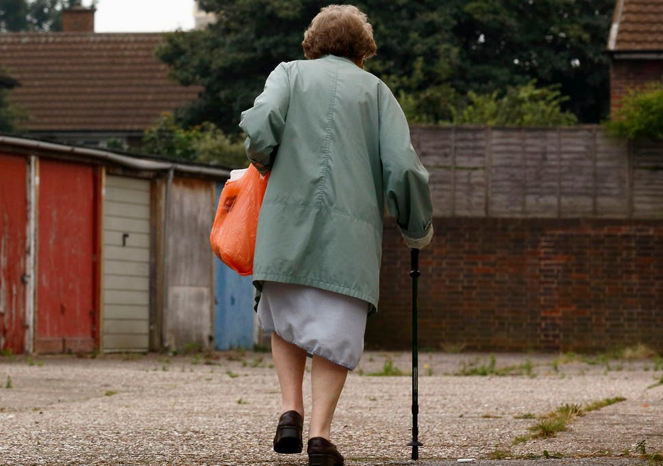 Women face retirement incomes of almost £5,000 a year less