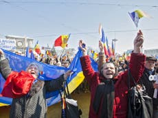 Thousands march on Moldovan capital to demand unification with Romania