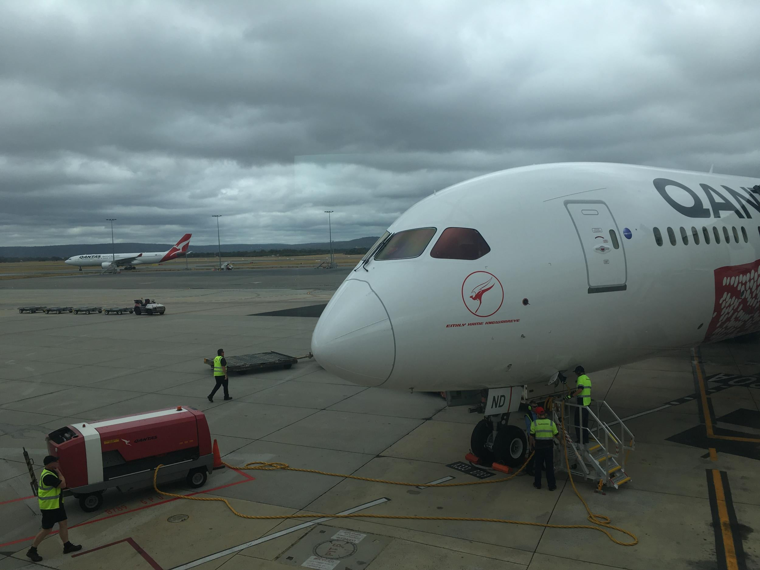 First nonstop flight from Australia to UK lands after 17
