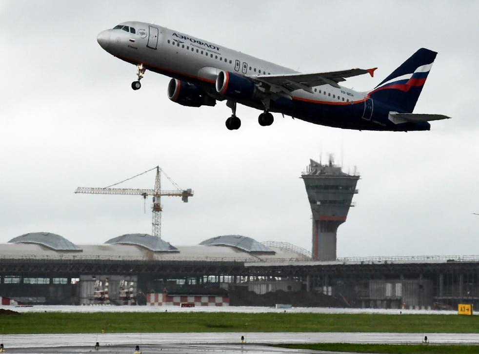 Un avión de Aeroflot despega en el aeropuerto internacional Sheremetyevo de Moscú