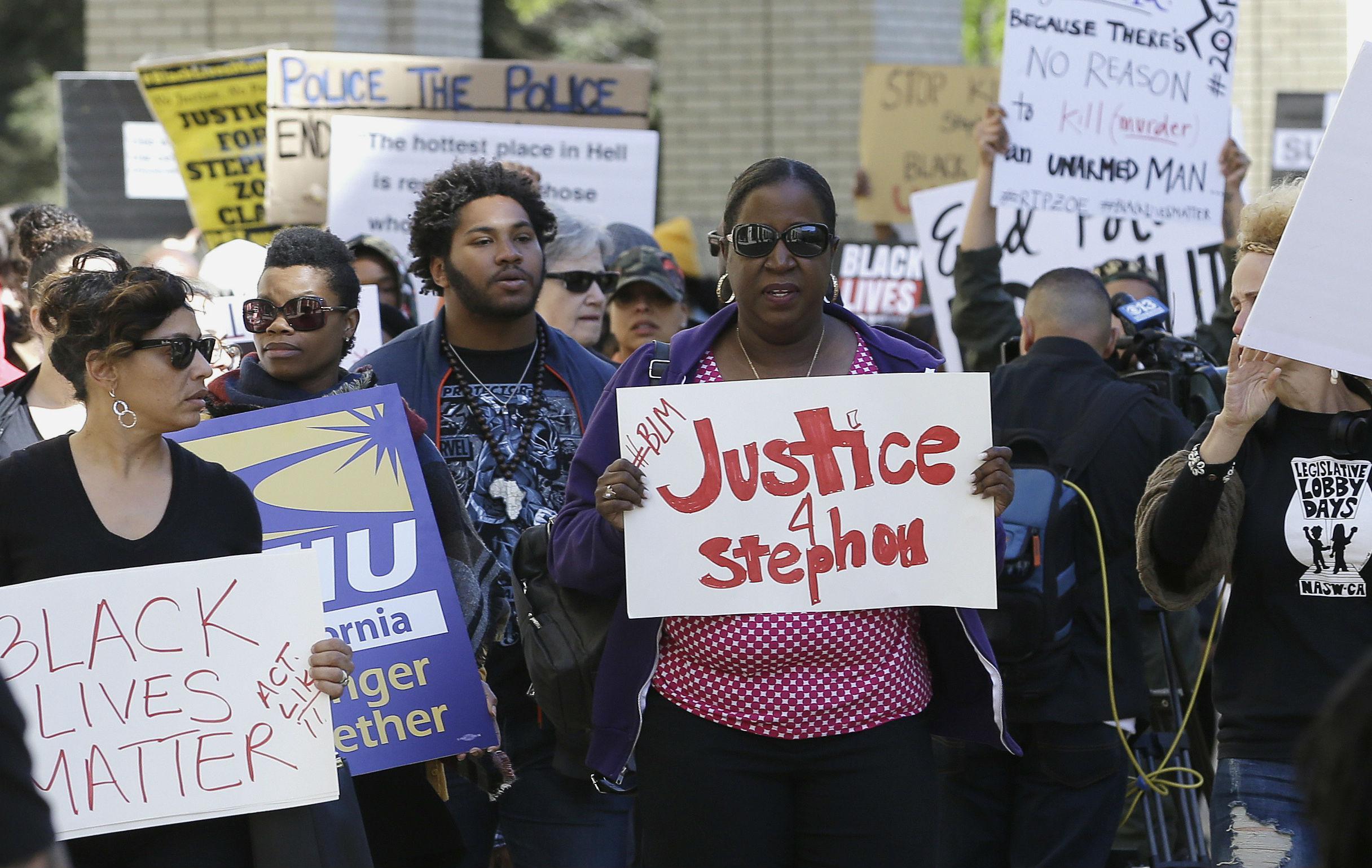 hundreds protest in sacramento after stephon clark autopsy shows police shot unarmed black man. Black Bedroom Furniture Sets. Home Design Ideas