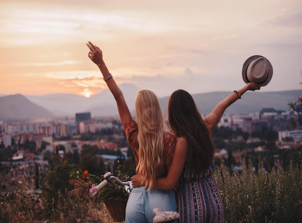 This is how many hours it takes to become best friends, according to new  study | The Independent | Independent