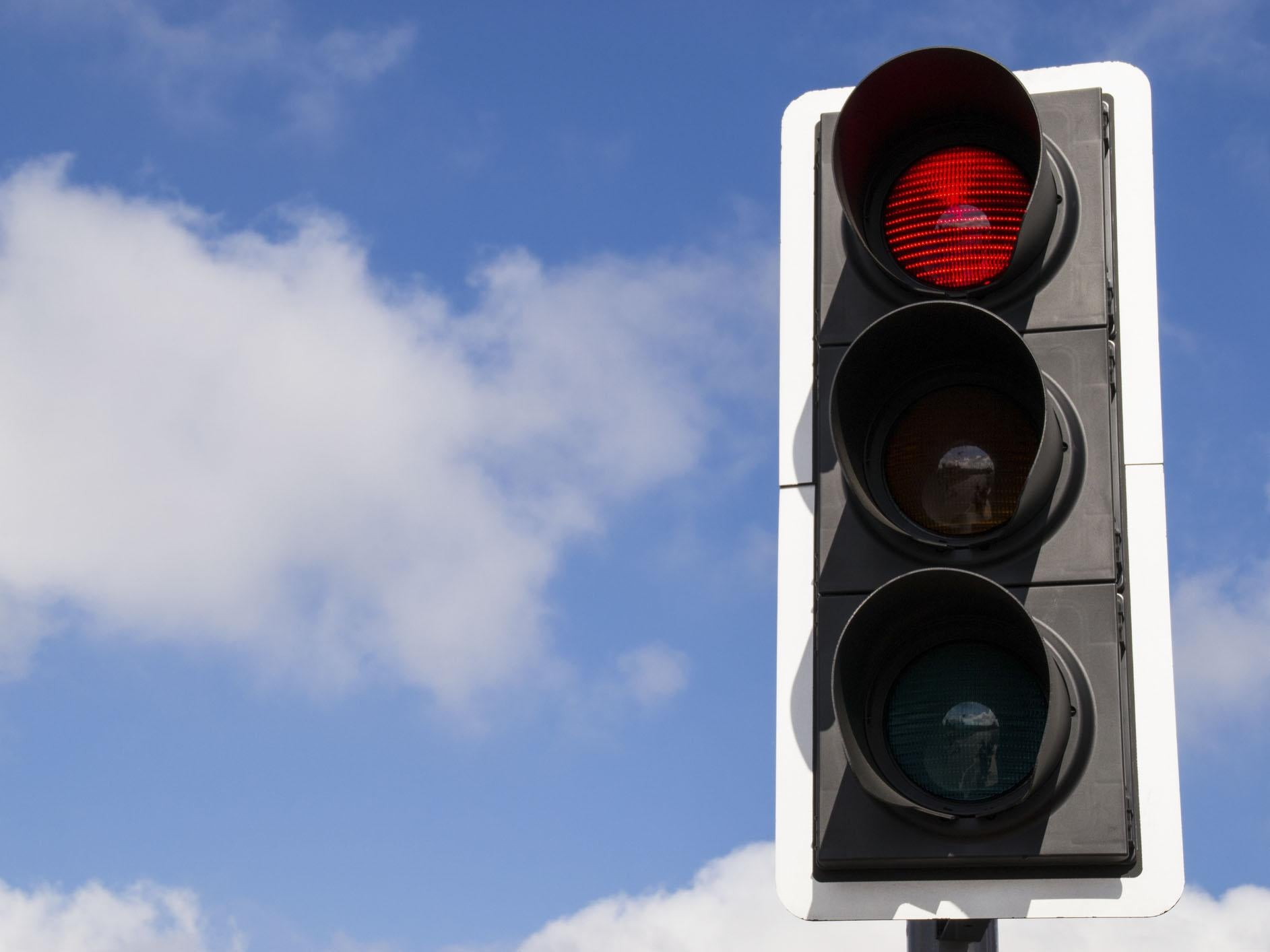 Quarter of UK motorists don't know correct order of traffic lights, finds study