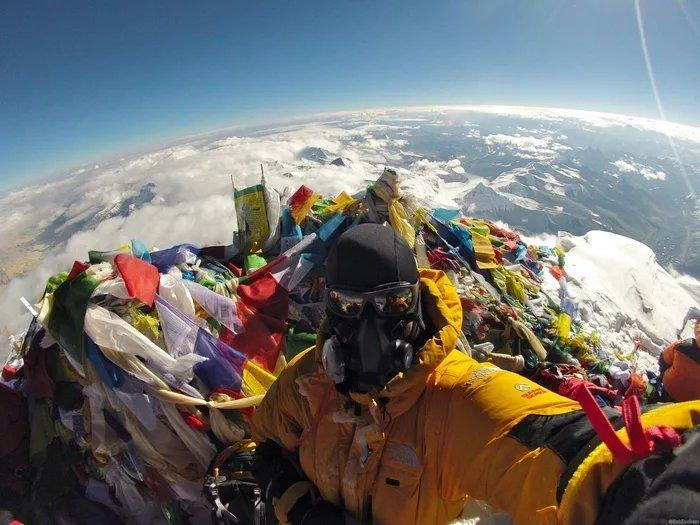 Show this selfie from the top of Everest to a flat Earth