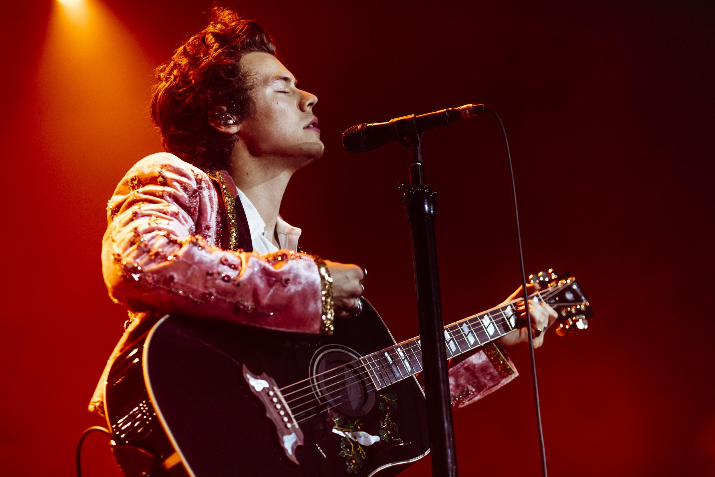 Harry Styles Review O2 Arena In London Former One Direction Star Impresses Crowds With Funk And Flair