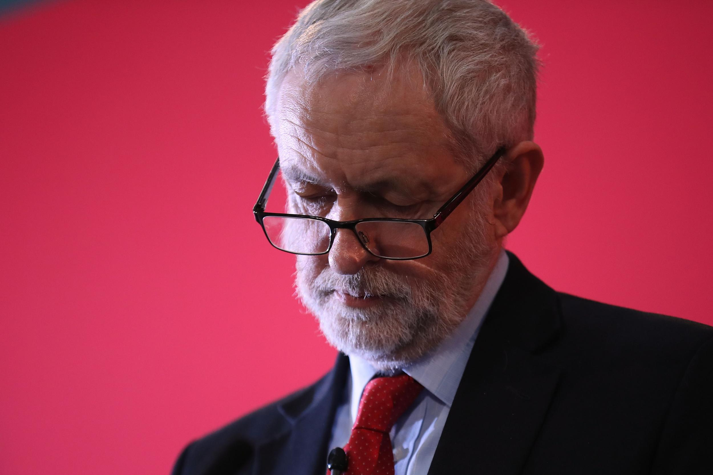Jeremy Corbyn Apologises for Labour Antisemitism Ahead of Meeting With Jewish Leaders