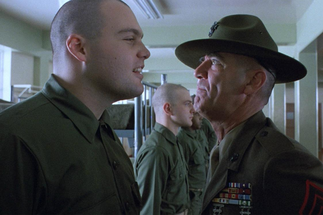 r lee ermey death watch his iconic full metal jacket drill sergeant scene the independent. Black Bedroom Furniture Sets. Home Design Ideas