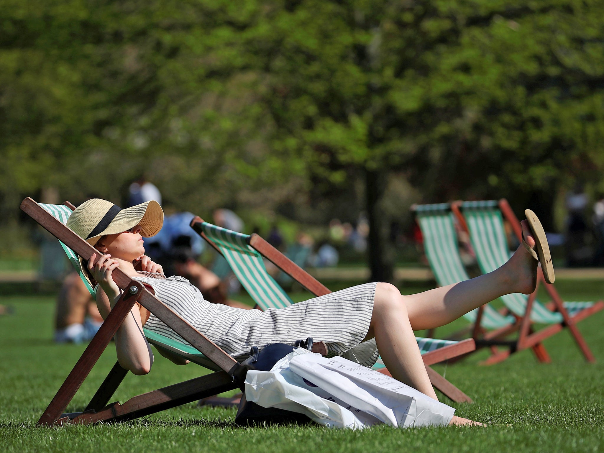 Weather forecast: Bank holiday weekend expected to see temperatures soar to 30C in heatwave